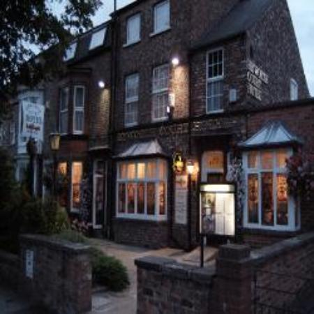 Heworth Court Hotel: Outside of Heworth Guest Gouse