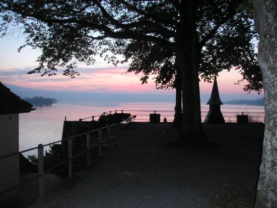 BEST WESTERN PLUS Hotel Speer: walk along the lake