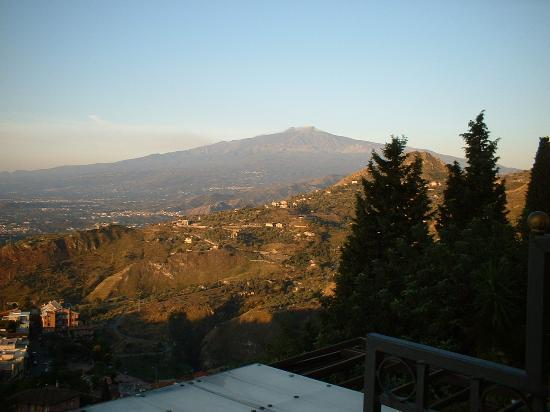 Hotel Villa Ducale: October 16th 2005 Etna from our room
