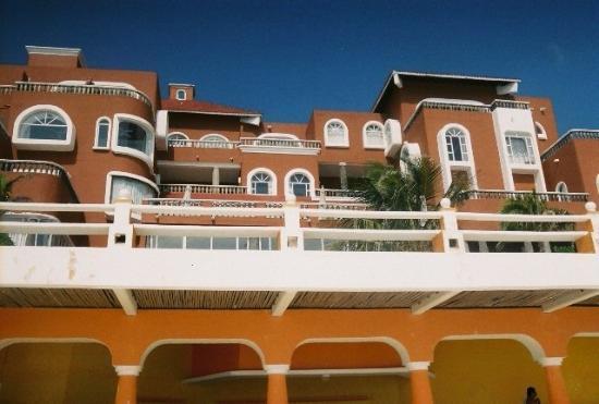 Mia Cancun: baccara from the beach