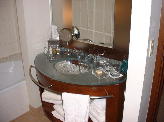 Le Saint-Sulpice : This is the bathroom in our suite