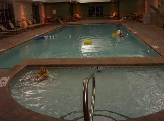 Marriott's Willow Ridge Lodge: Indoor pools-kids in foreground, spa in far rear