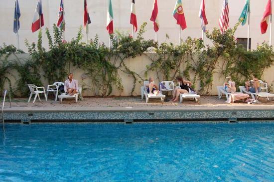 Hotel Batha: Swimming Pool