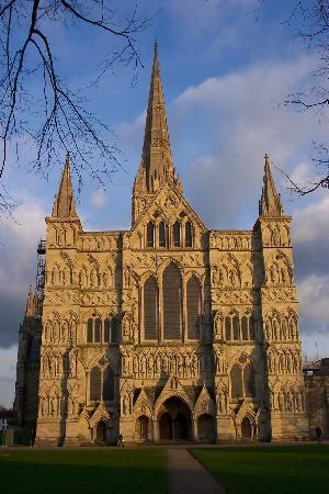Salisbúria, UK: West Face of Salisbury Cathedral