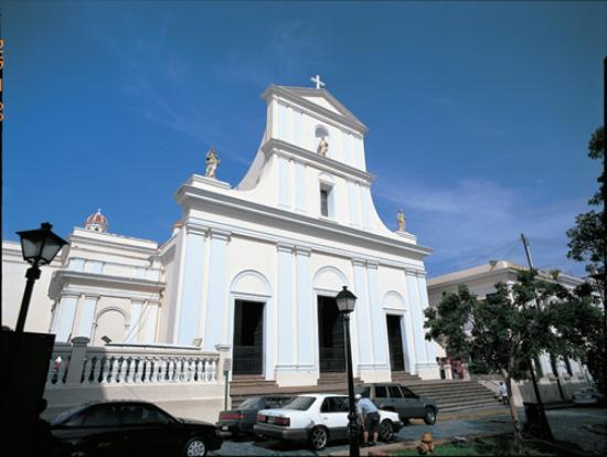 Cathedral of San Juan Bautista: San Juan Cathedral on Cristo St.