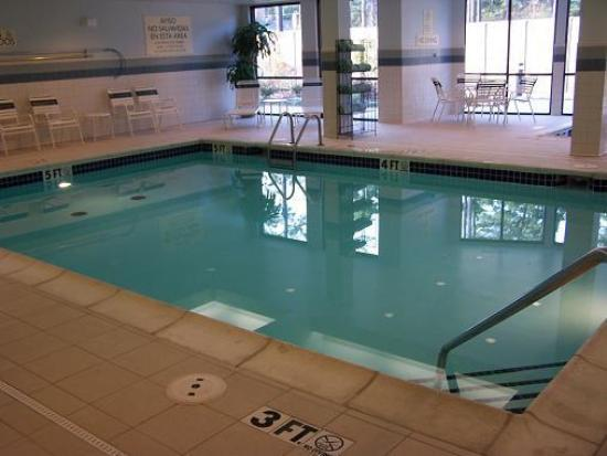 Courtyard Texarkana: Indoor pool