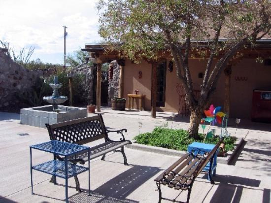 Casa de Suenos Country Inn: Interior courtyard with fountain