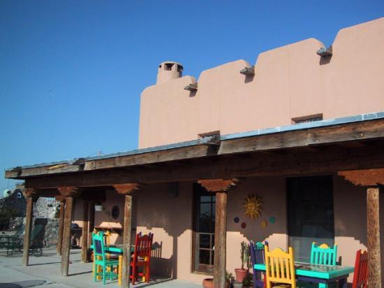 Casa de Suenos Country Inn: Back patio