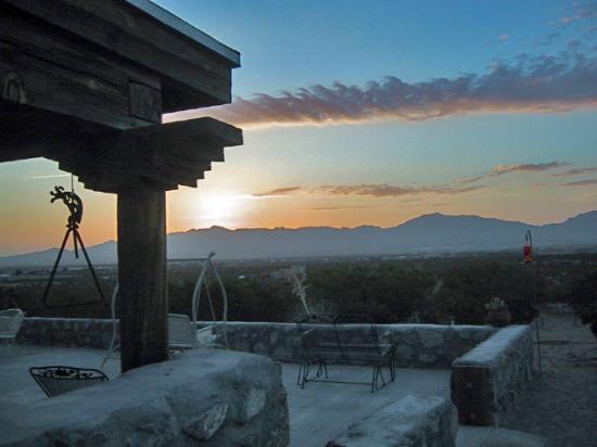Casa de Suenos Country Inn: Sunrise view from the patio