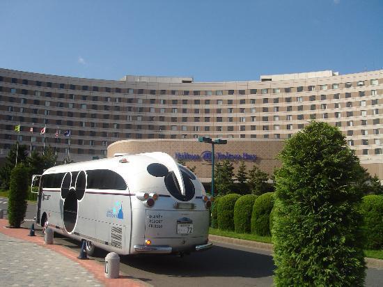 Hilton Tokyo Bay: Disney Resort Bus and Tokyo Bay Hilton