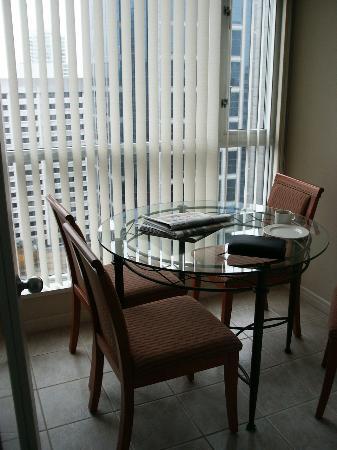 Carmana Plaza: dining area