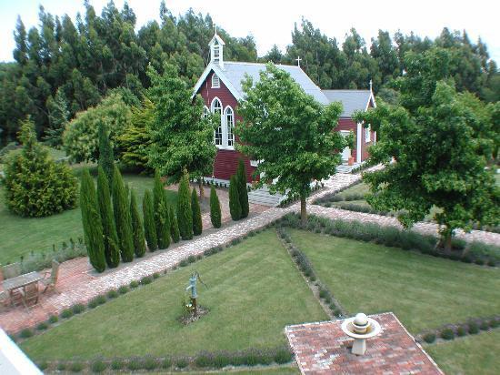 The Marlborough Lodge: The gardens (1)