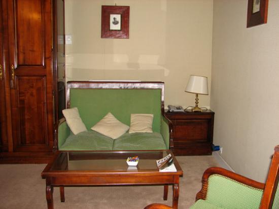 Relais Hotel du Vieux Paris: Suite living room