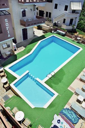 Sofia's Apartments : Pool at Sofoa's