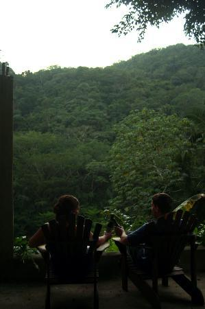 Ek' Tun : Enjoying a Belikin--the tasty local beer--while admiring the jungle view
