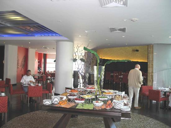 Radisson Decapolis Hotel Panama City: One of the two main dining areas