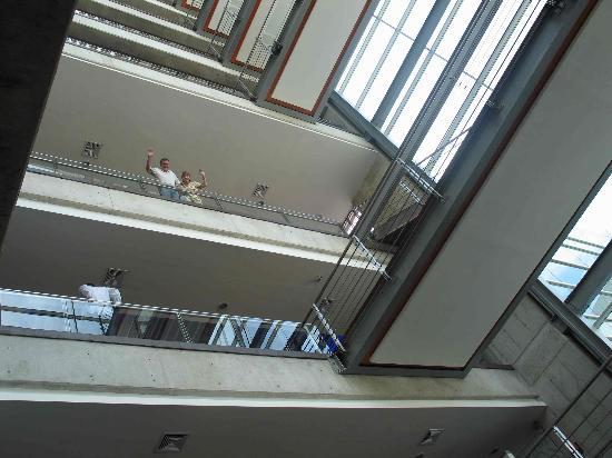 Radisson Decapolis Hotel Panama City: View from the lobby, looking up!