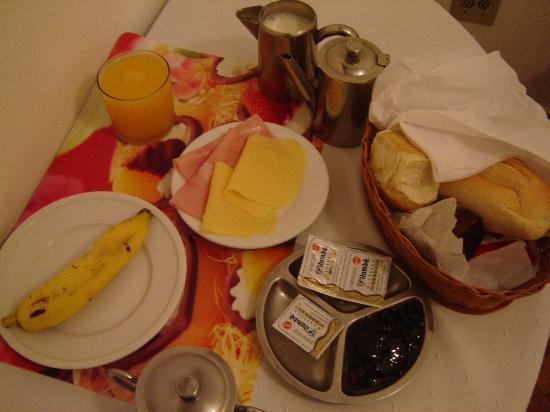 Residencial Apartt: Breakfast