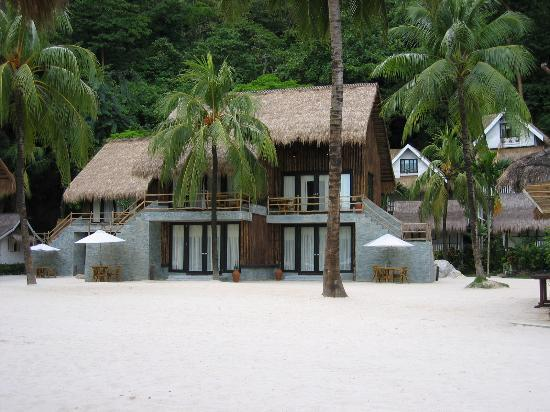 El Nido Resorts Miniloc Island: this beach view room, ground floor is my first choice. white sand right outside your door!