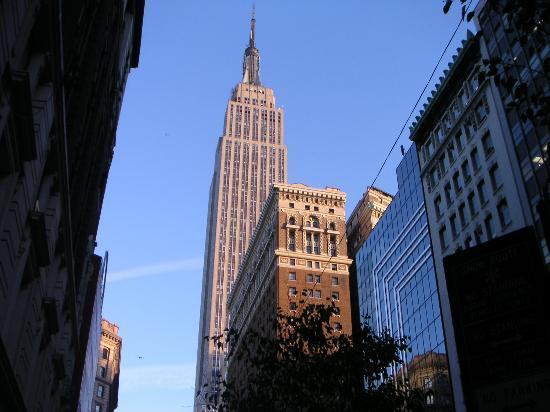 ‪Empire State Building‬