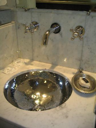 Hotel Daniel: That beautiful sink