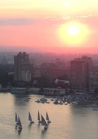 Four Seasons Hotel Cairo at Nile Plaza : Nile sunset