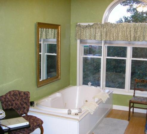 Beland Manor Inn : The room and its view