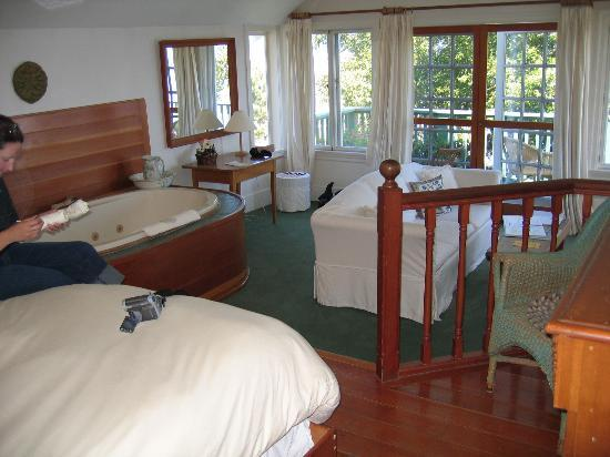Sooke Harbour House: The Sea Song Room