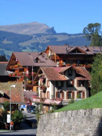 Hotel Gletschergarten: About town ...