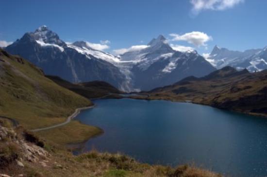 Hotel Gletschergarten: Lake Bachalpsee