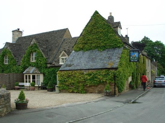 Lower Oddington, UK: The Fox Inn