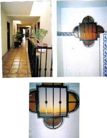 Los Pelicanos Hotel: The shower view and Hallway