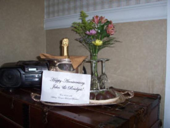 Herlong Mansion Bed and Breakfast Inn: our anniversary gift from the innkeepers