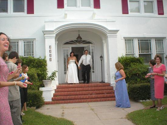 Avenue O Bed and Breakfast: Leaving the Wedding