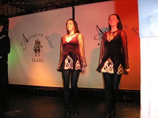 Camden Court Hotel : Irish dancers
