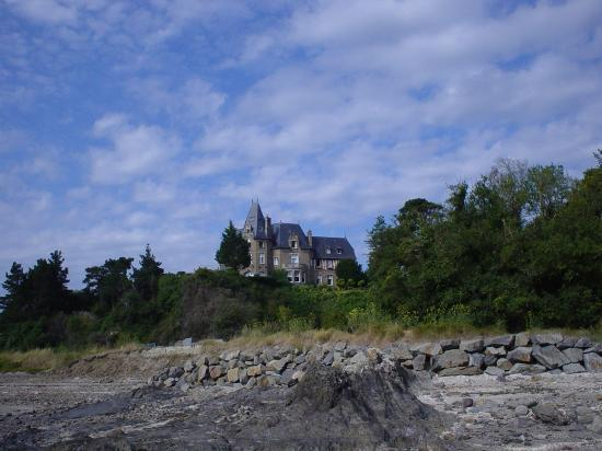 Chateau Richeux: Hotel Richeux - Seen from beach
