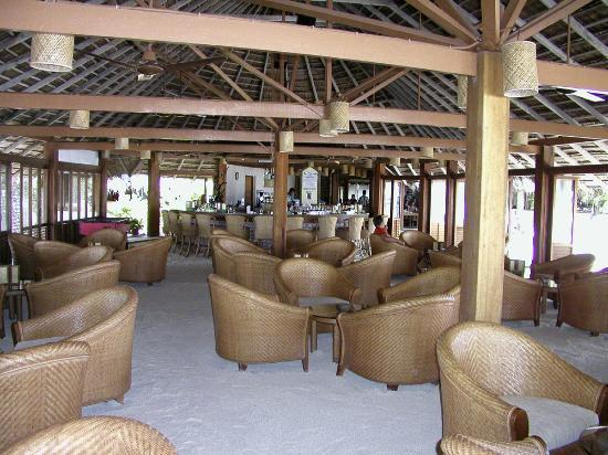 Veligandu Island Resort & Spa: The Bar