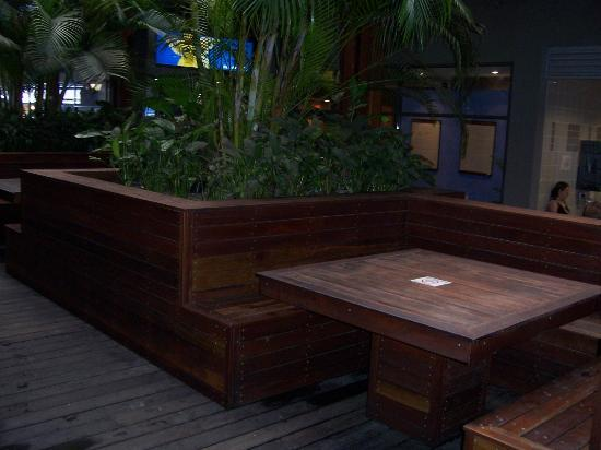 Gilligans Backpackers Hotel & Resort: Sitting area for meal time