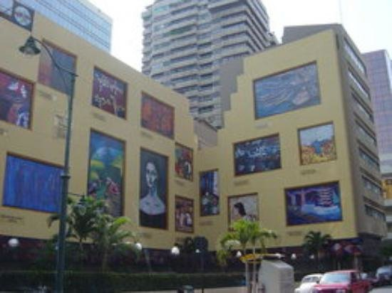 Hilton Colon Guayaquil: main buildings, with a lot of cultural expositionsLocal art at the down town