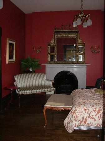 Hotel Le Clos Saint-Louis: Our room