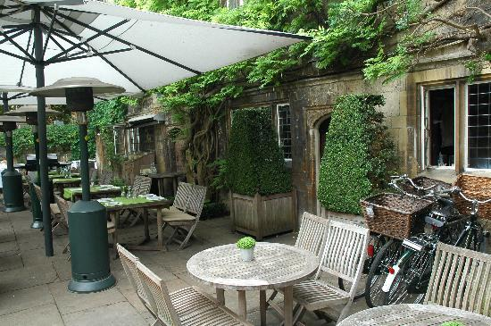 Old Parsonage Hotel: Outdoor dining