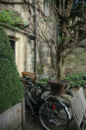 Old Parsonage Hotel: Bikes to ride
