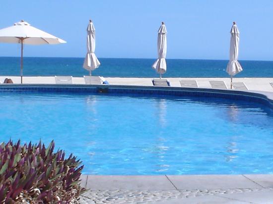 Casa del Mar Golf Resort & Spa: The beach club pool