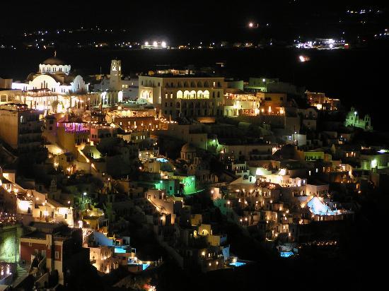 Santorini, Hellas: Night view at Fira