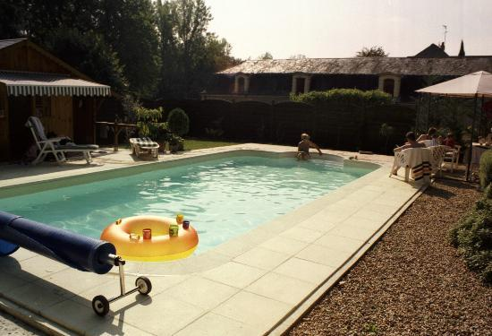 Vouvray, Francia: at the pool