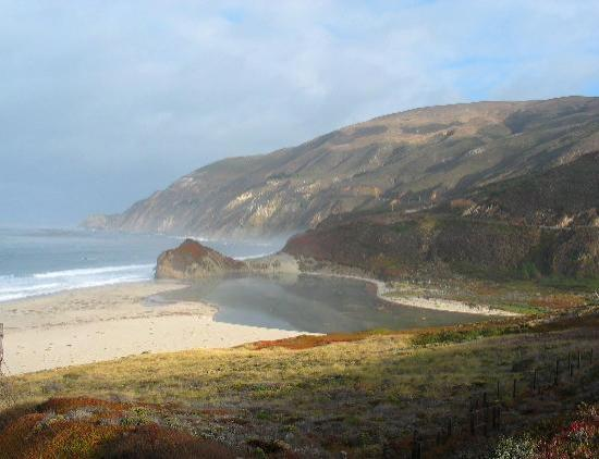 Big Sur Lodge: View along the coast highway