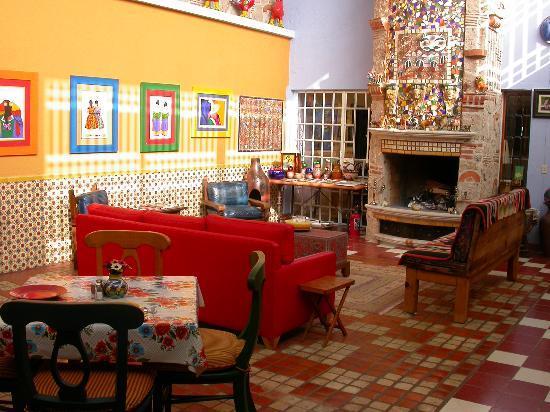 Casa de Las Flores : Lounge Fireplace