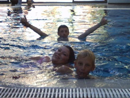 Limak Atlantis Deluxe Hotel & Resort: Kids in indoor pool