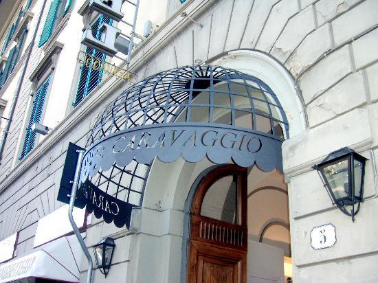 Hotel Caravaggio: Hotel Outer View