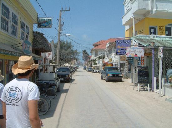 Mayan Princess Hotel: Main Street San Pedro